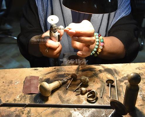 هنرجوی ساخت جواهرات