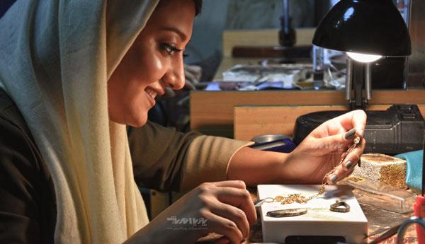 هنرجویان ساخت جواهرات در کارگاه جواهرسازی