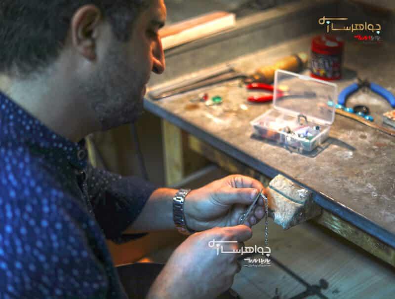 هنرجوی آموزش طلاسازی و جواهر